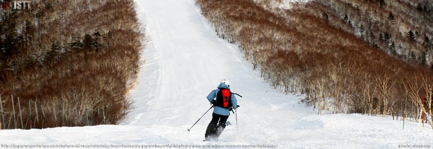 JapanSnowtripTips-Sahoro-Skiing-Snowboarding-Shintoku-Town-Hokkaido-Japan-on-piste